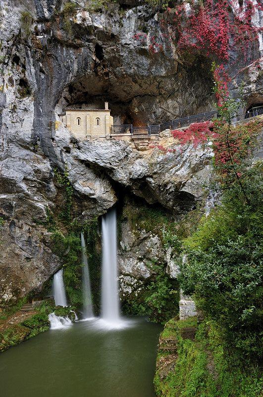 imprescindiblesasturias-covadonga.jpg